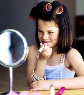Child-trying-make-up