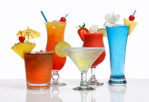 Μια δόση αλκοόλ έχει λιγότερες θερμίδες από το κρασί ή το αλκοολούχο αναψυκτικό, αλλά αν επιλέξετε κοκτέιλ τότε χάσατε τον έλεγχο. Ένα White Russian με κρέμα έχει 715 θερμίδες, για παράδειγμα.