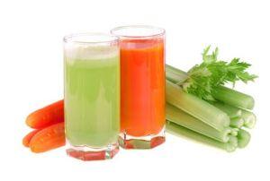Ο χυμός λαχανικών είναι θρεπτικός όπως και ο χυμός των φρούτων αλλά έχει τις μισές θερμίδες και περισσότερο όμως νάτριο. Ένα φλιτζάνι χυμός ντομάτας έχει περίπου 41 θερμίδες, ενώ ίση ποσότητα χυμού πορτοκαλιού 122 θερμίδες. Ένας χυμός λαχανικών χωρίς να σουρωθεί μπορεί να σας προσφέρει επίσης άφθονες φυτικές ίνες και να ελέγξει καλύτερα το αίσθημα της πείνας.